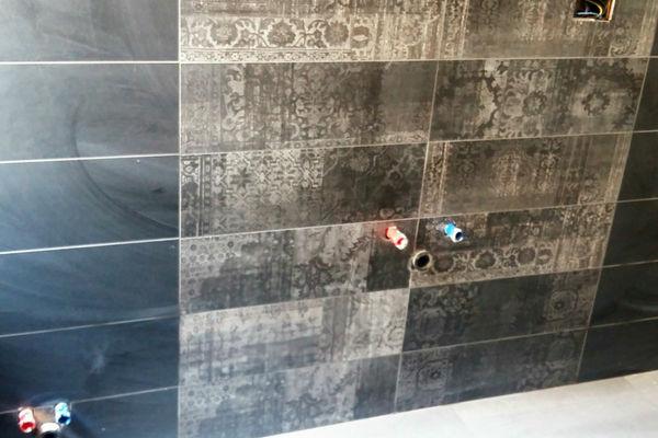 Applicazione pavimento e rivestimento bagno padronale