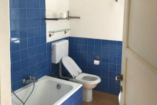 immagine del bagno precedentemente alla ristrutturazione totale