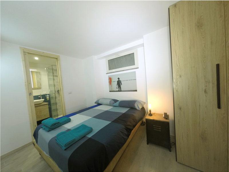 camera da letto, mobili e complementi in stile industrial