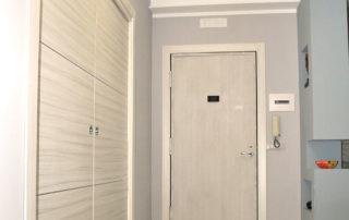 Porta di ingresso con pannello in legno