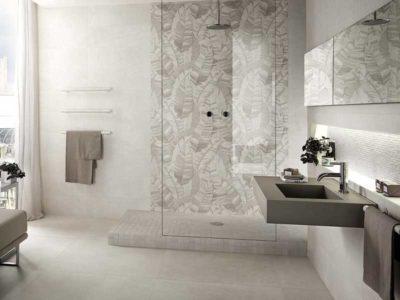 Fap ceramiche, rivestimento del bagno con piastrelle chiare e luminose