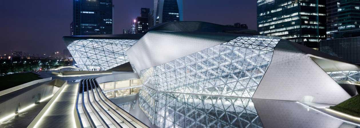 Zaha Hadid: biografia e opere di un'artista visionaria