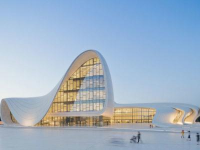 Vista della vetrate del Centro culturale Heydar Aliyev