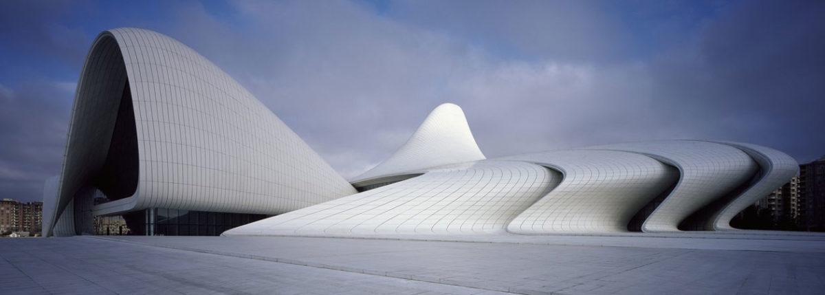 Vista esterna del Centro culturale Heydar Aliyev progettato dall'architetto Zaha Hadid