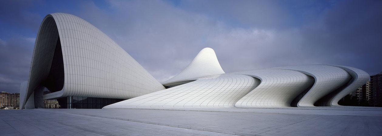 Centro culturale Heydar Aliyev: tra spazi eterni e forme fluide