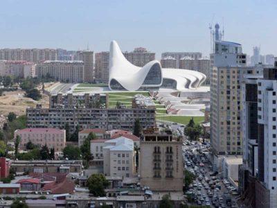 Vista dall'alto del Centro culturale Heydar Aliyev di Baku, Azerbaigian