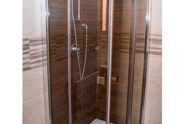 Ristrutturazione-bagno-Via-cimarosa-doccia-1