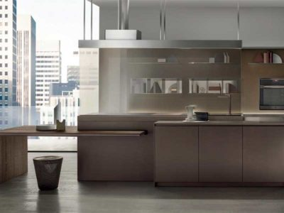Vista frontale di una cucina in stile moderno della collezione Icon di E.Meda
