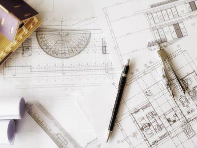 vista di un piano di lavoro di un architetto