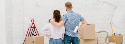Giovane coppia intenta in ristrutturazioni edilizie