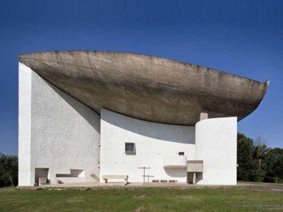 Cappella di Notre-Dame du Haut pogettata da Le Corbusier