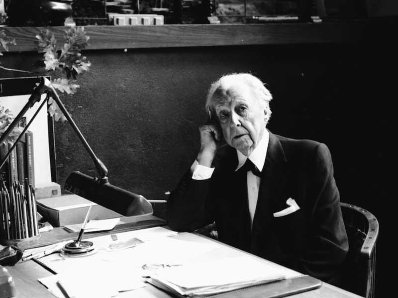 Foto dell'architetto statunitense Frank Lloyd Wright