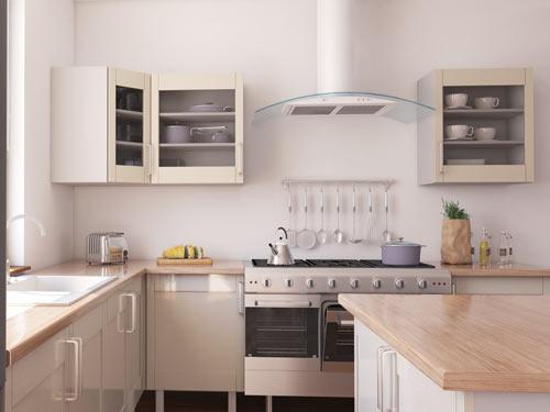 Vista di una cucina angolare con isola, dettaglio sugli elettrodomestici