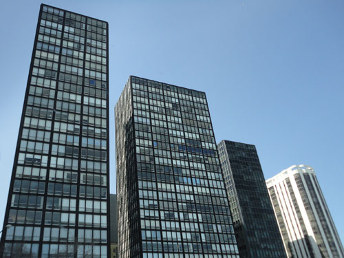 Vista esterna dei Lake Shore Driving Buildings Apartments progettati da Ludwig Mies Van der Rohe