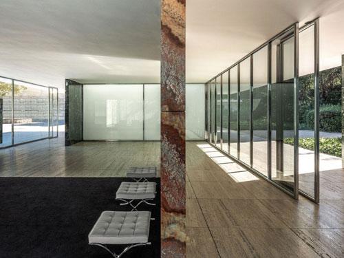 Vista degli interni minimal del Padiglione di Barcelona