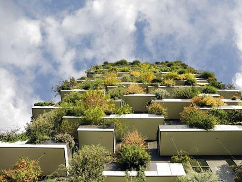 Vista dal basso del bosco verticale situato nel centro di milano