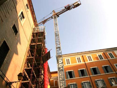 Vista di un cantiere per la ristrutturazione delle facciate di un edificio