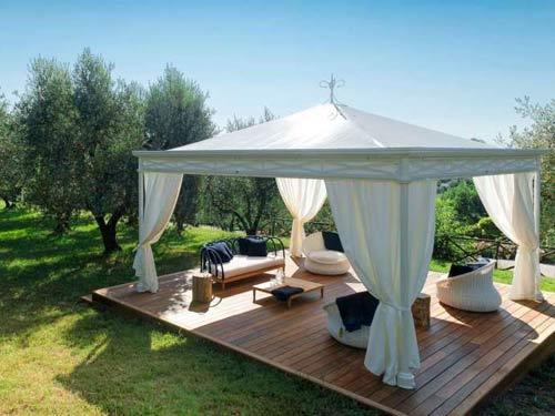 Gadzebo installato come area relax in giardino