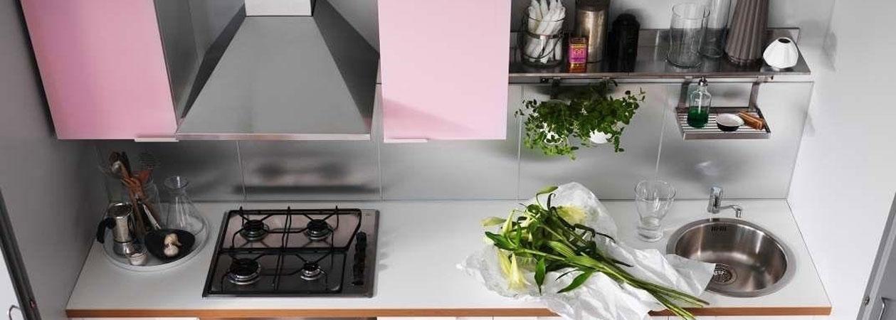 4 consigli su come arredare la propria cucina piccola e stretta