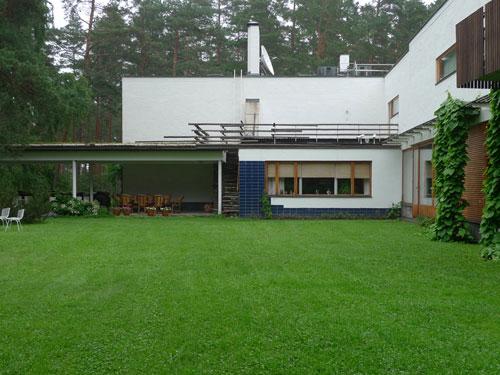 Vista del giardino di Villa Mairea di Alvar Aalto