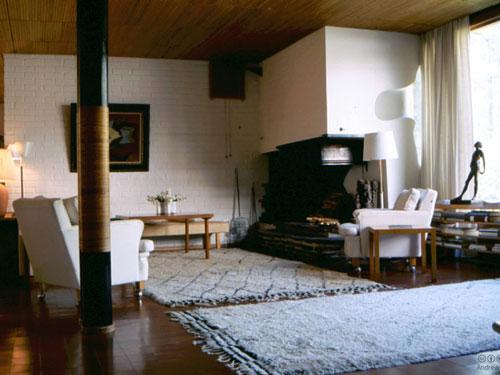 Vista del salone interno di Villa Mairea di Alvar Aalto