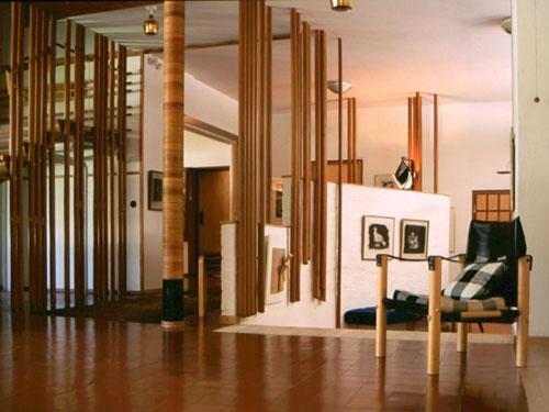 Vista dell'interno al primo piano di Villa Mairea di Alaìvar Aalto