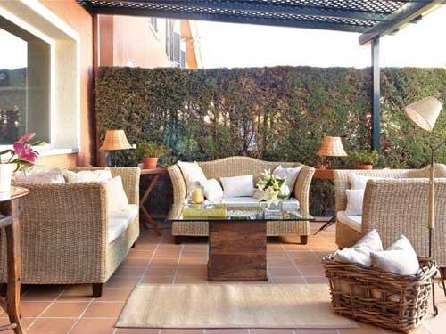 Angolo relax con poltroncine in terrazzo