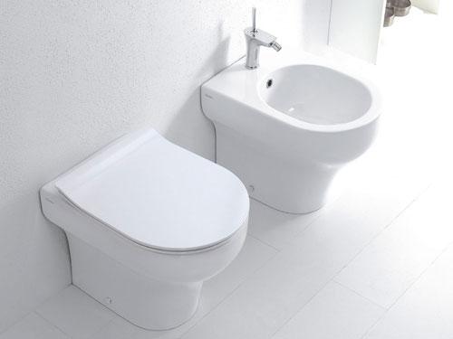 Sanitari ad appoggio di un bagno classico