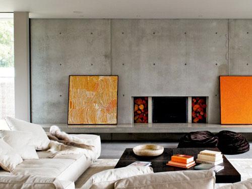 Salone in stile minimal con divano in tessuto e camino di design