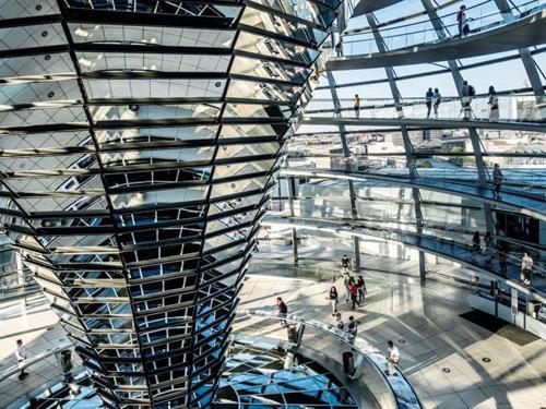 Interno della cupola del Palazzo del Reichstag