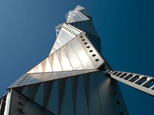 Art Tower Mito vista dal basso