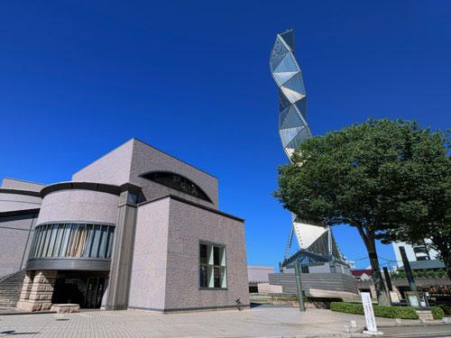 Art Tower Mito vista da lontano